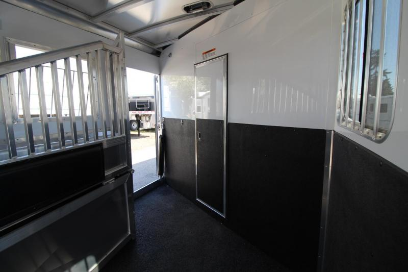 2018 Exiss Endeavor 8510 - 10' Short Wall LQ - Fold Down Bunk Bed - Polylast Flooring - 5 Horse Trailer