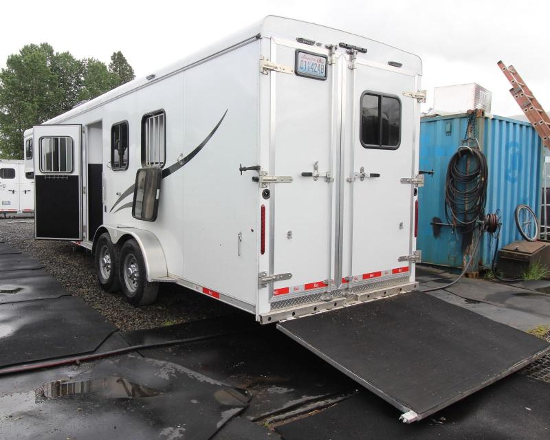 2018 Bison Trail Hand 10'sw Living Quarters 3 Horse Trailer w/ Ramp & escape door