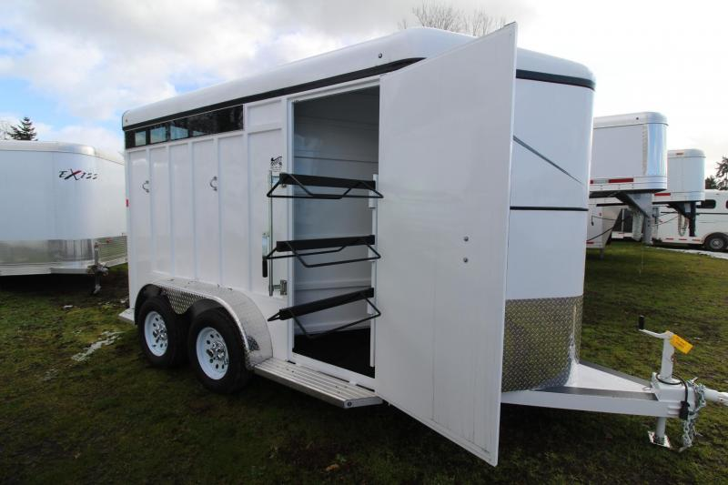 2018 Fabform Vision 2 Horse Trailer - Sealed Tack wall - Plexi Glass Inserts - Adjustable stall Dividers