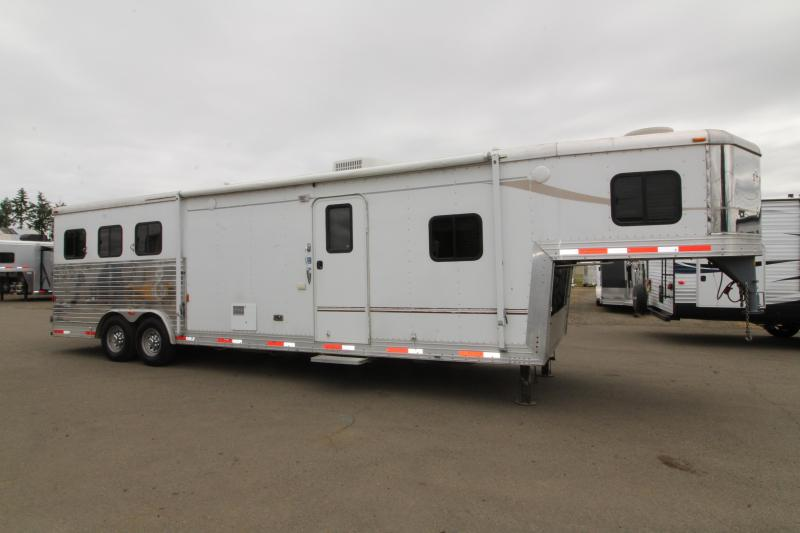 2007 Bison Stratus 13' SW LQ 3 Horse Trailer - Onan 3600 Generator - Slide Out - Mangers - Ample Storage in Living Quarters
