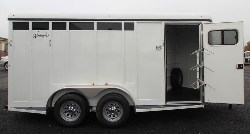 2019 Thuro-Bilt Wrangler Plus 3 Horse Trailer - Swing out saddle rack