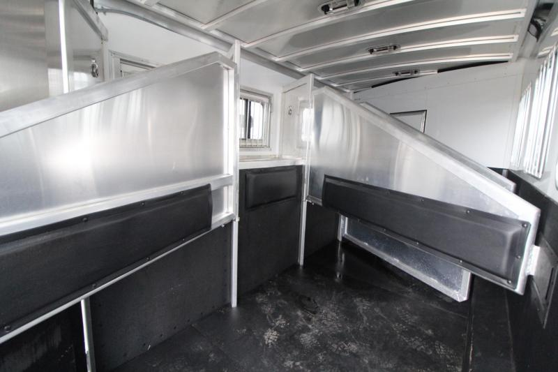 LIKE NEW 2017 Exiss Endeavor 8414 W/ Slide out - Price Reduced - Hayrack - Generator - 14 ft short wall - LIKE NEW!!! 4 Horse Living Quarters Trailer