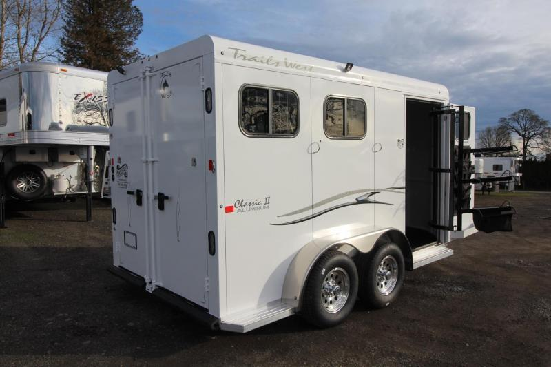 2018 Trails West Classic II - 2 Horse Trailer -Aluminum Skin - Convenience Package - Alum Wheels - Rubber Mats in Tack
