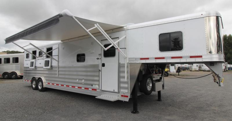 2018 Featherlite 9821 -  All Aluminum -11ft sw 4 Horse Living Quarters Trailer PRICE REDUCED $5500