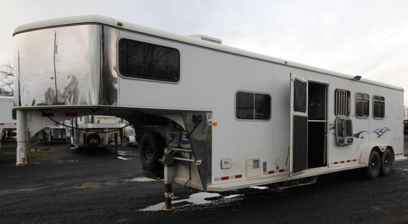 2005 Logan Coach Aluminum XT 4 Horse 8' SW Living Quarters Trailer in Rhododendron, OR