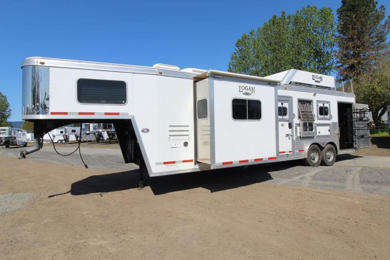 2012 Logan Coach 11 ft Short Wall Living Quarters 3 Horse Trailer - Gas Generator - Solar Charge - Hay Rack