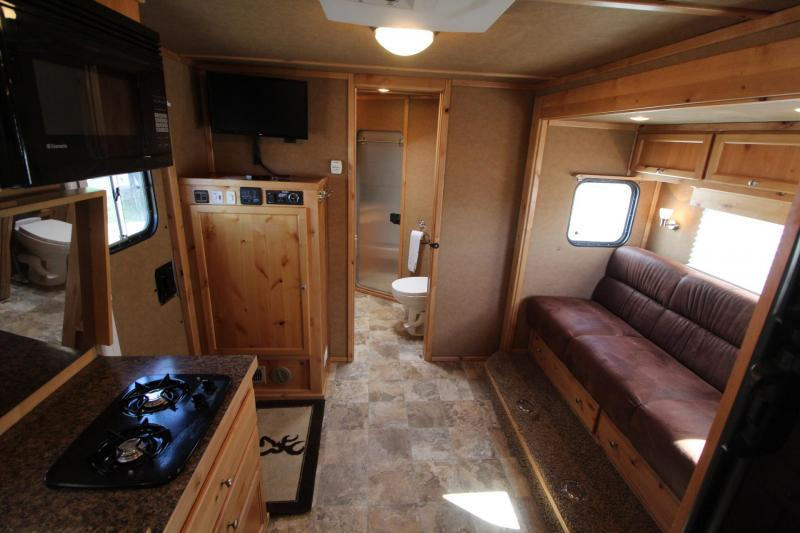 2012 Logan Coach 11 ft Short Wall Living Quarters 3 Horse Trailer - Gas Generator - Solar Charge - Hay Rack- Price Reduced $3000