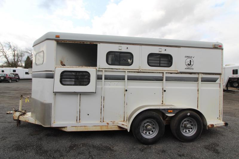 1995 Circle J 3 Horse Trailer - Adjustable Dividers