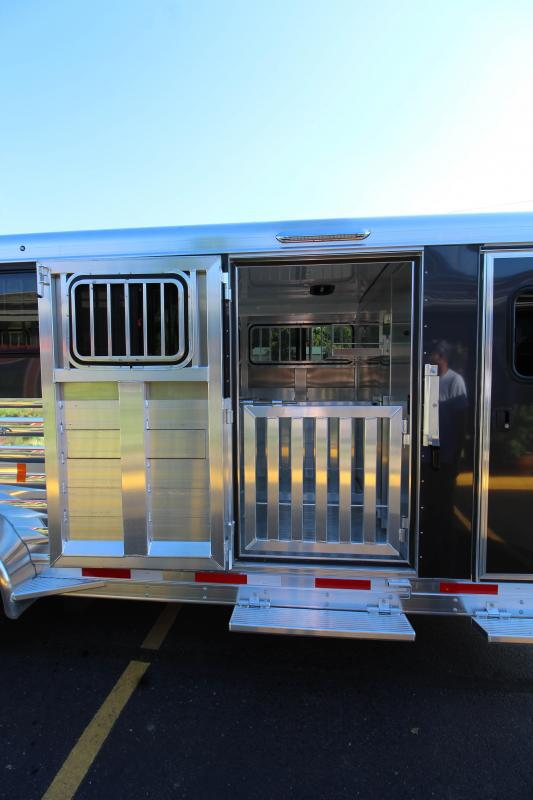 2019 Exiss Exhibitor 20' Livestock Trailer w/ Windows K5071229