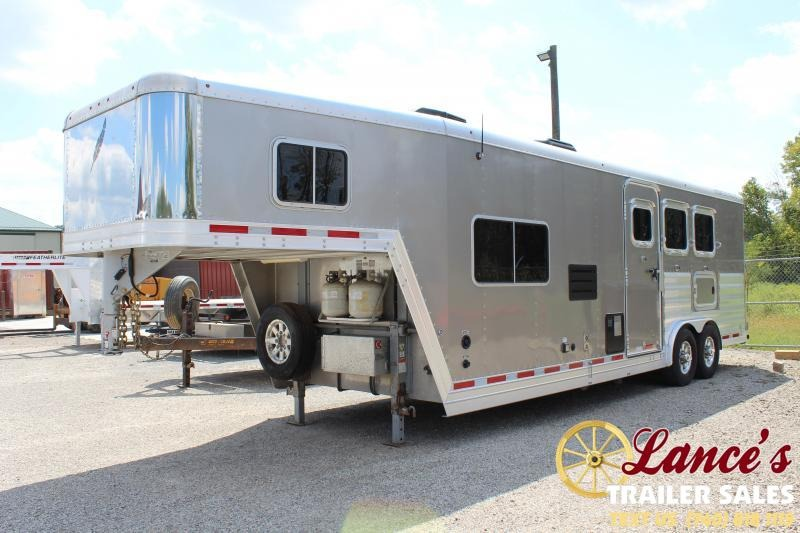 2015 Featherlite 3 Horse Trailer w/ 10' Shortwall Living Quarters