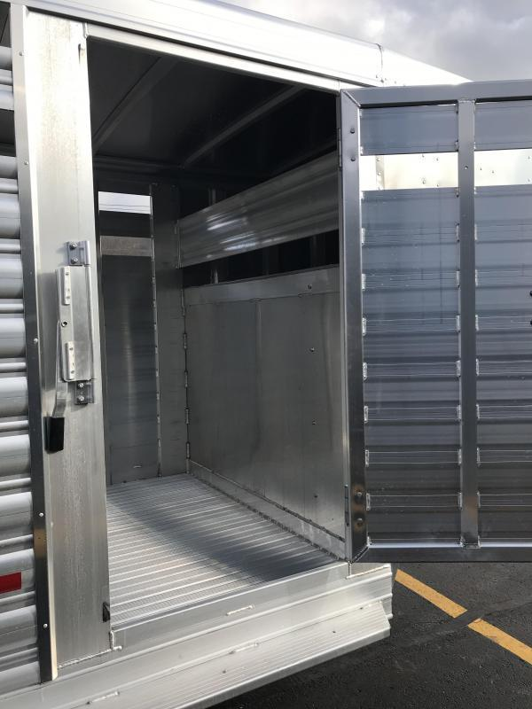 2019 Featherlite 8117 20' Livestock Trailer KC150986