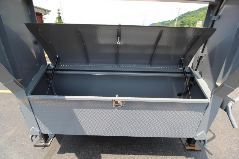 2018 Diamond C FMAX207 25' Equipment Trailer