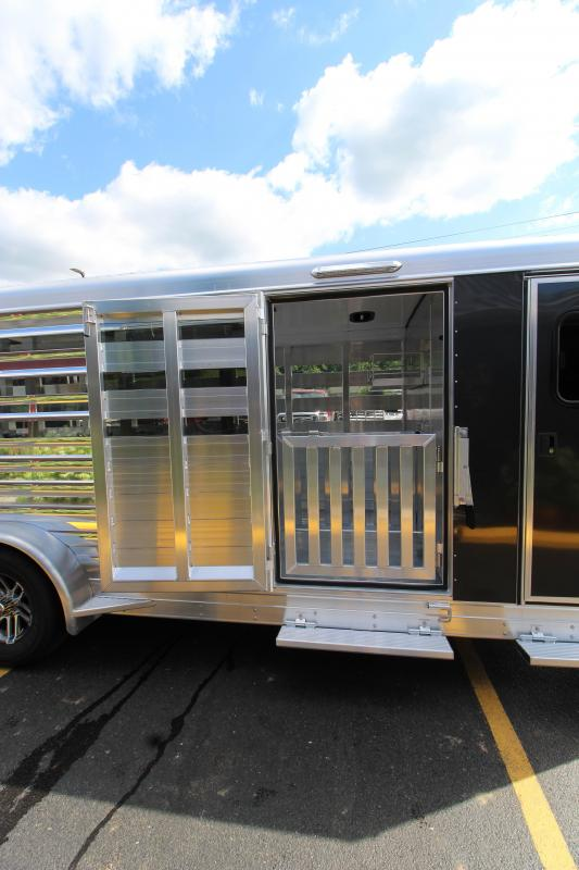 2019 Exiss Exhibitor 20' Bumper Pull Livestock Trailer w/ Air Gaps K5072049