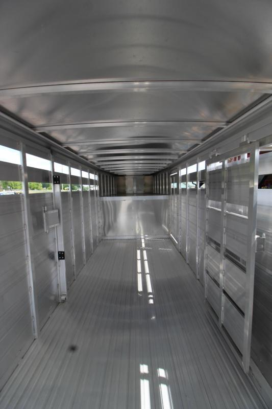 2019 Featherlite 8117-6720 Livestock Trailer KC151566