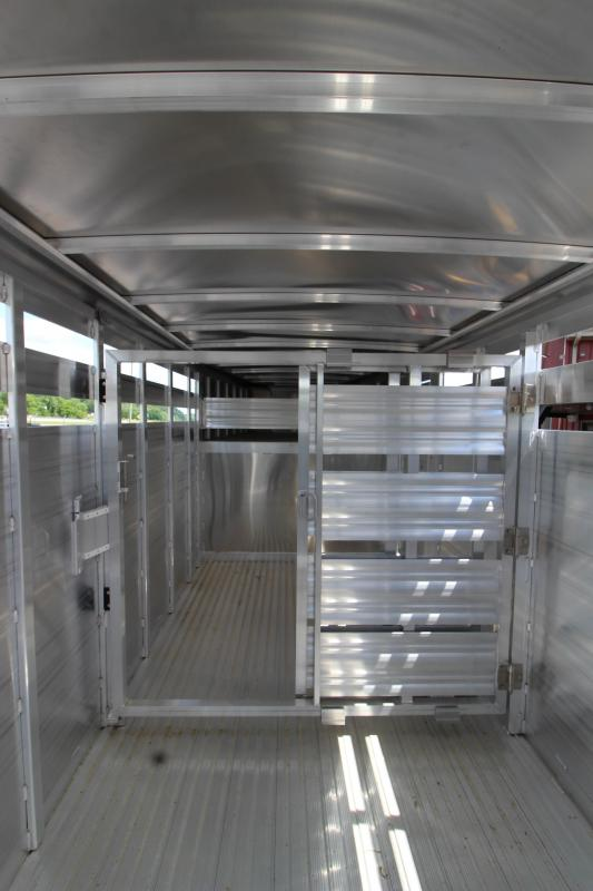 2019 Featherlite 8117 16' Livestock Trailer KC151472