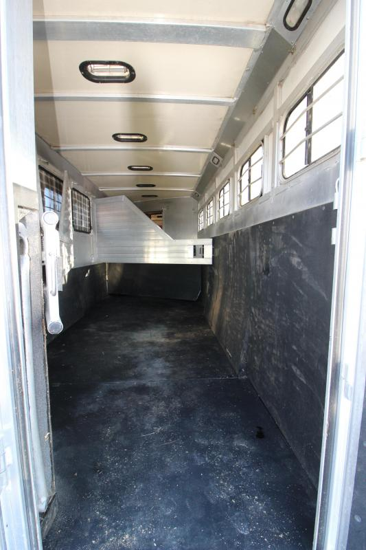 2000 Hart 5 Horse Living Quarters Trailer Y1051593