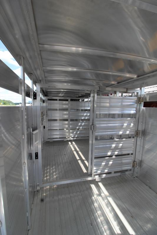 2019 Featherlite 8117 24' Livestock Trailer KC151466