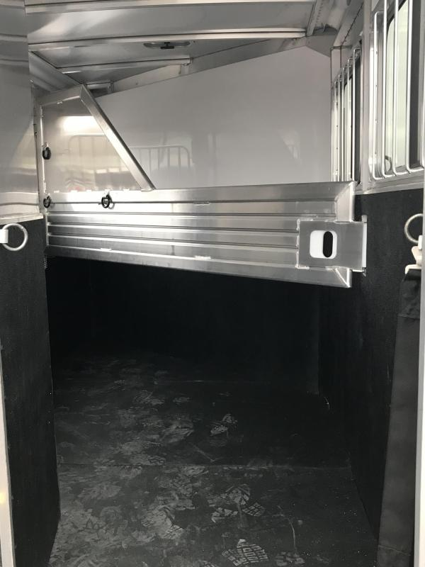 2019 Featherlite 9409 2 Horse Slant Load Trailer KC150678