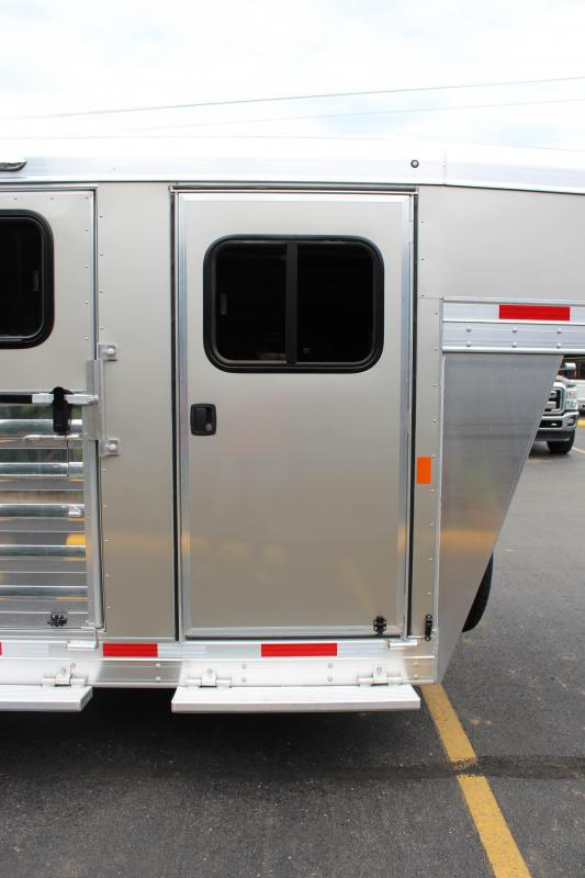 2019 Exiss Exhibitor 20' Livestock Trailer w/ Windows K5070688