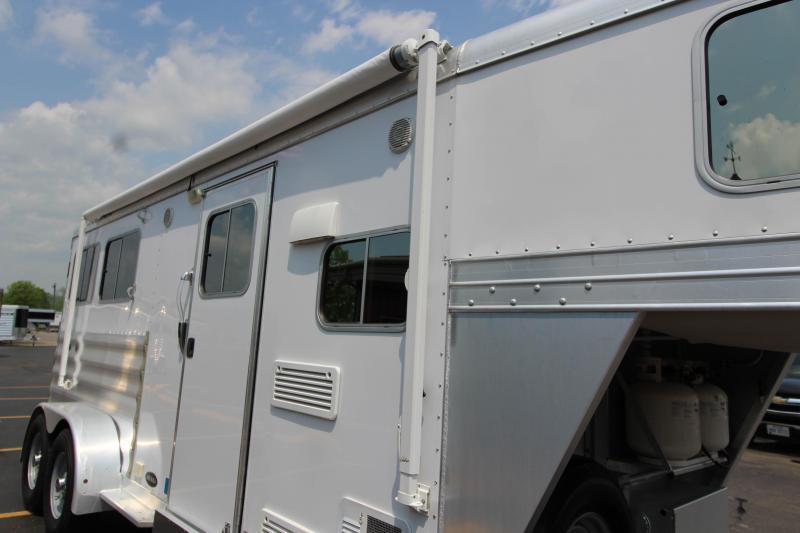 2013 Featherlite 2 Horse Slant Load LQ Horse Trailer