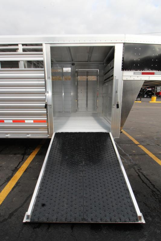 2019 Featherlite 8127 8x24 Show Cattle Trailer KC151480