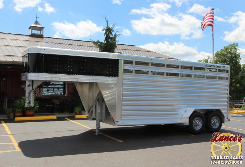 2018 Featherlite 8117 16' Livestock Trailer