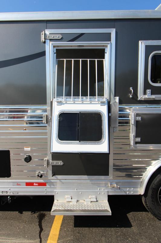 2015 Bison Silverado 3 Horse Slant Load LQ Horse Trailer