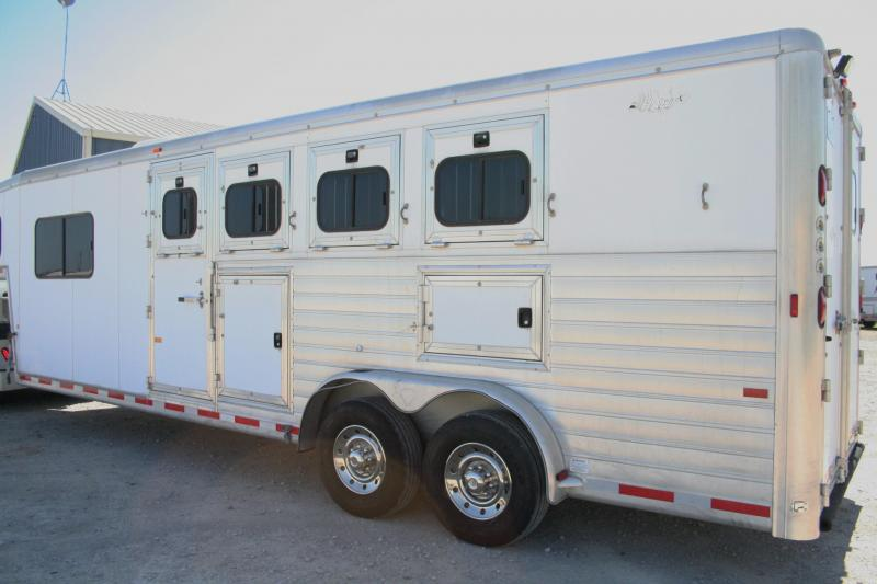2003 Hart Trailers 4H Horse Trailer