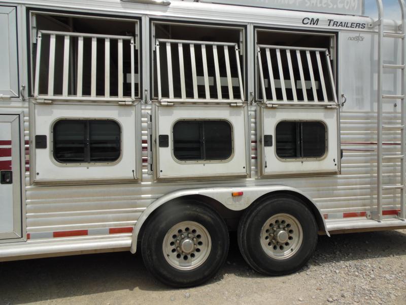 2003 CM 4H W LQ Horse Trailer