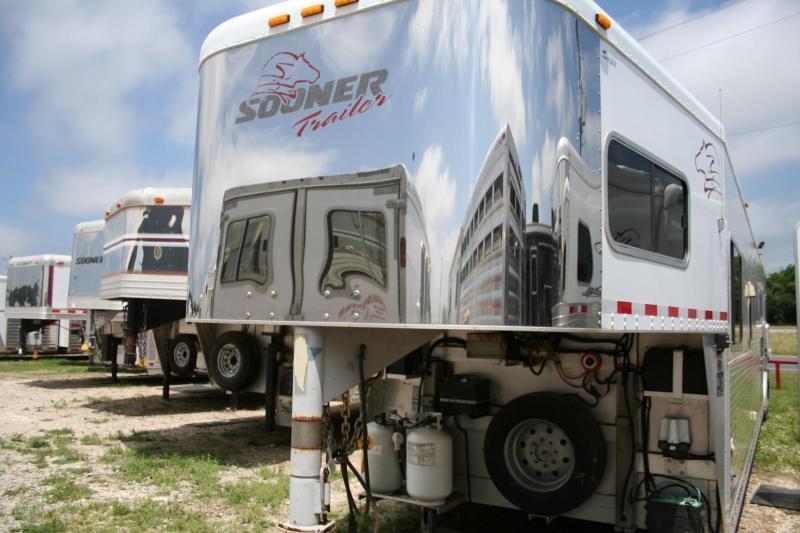 2004 SOONER SE937 HORSE TRAILER in TX