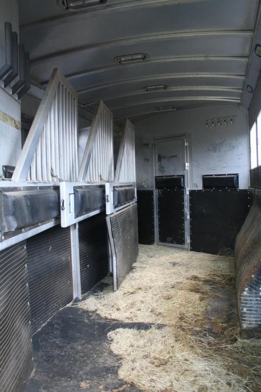 2011 Platinum Coach 4H Horse Trailer