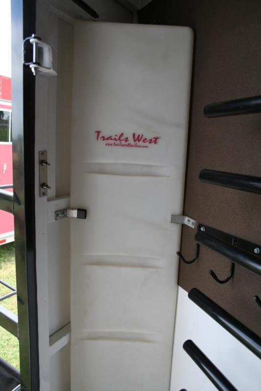 2014 Trails West Manufacturing Classic Horse Trailer