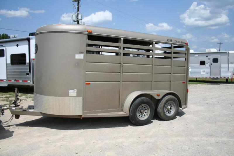 2008 CM Dakota Horse Trailer