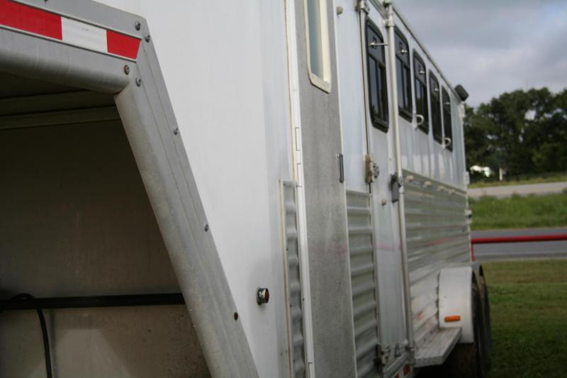 2007 Merhow Trailers Verylite Addition Horse Trailer