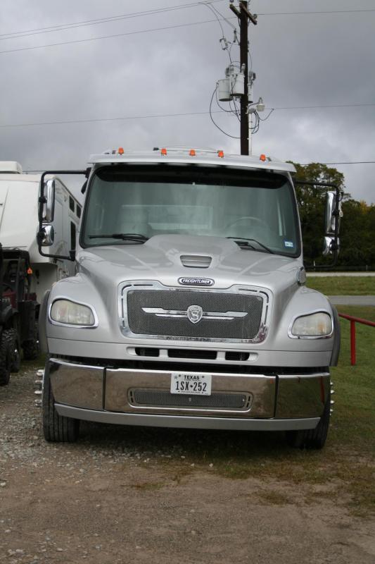 2009 Freightliner P2-350 Semi Truck