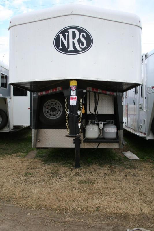 2016 Bison Trailers Trail Hand Edition Horse Trailer