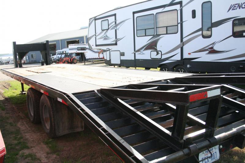 2006 American Trailers Ameritrail GN28-20D2C2 Flatbed Flatbed Trailer