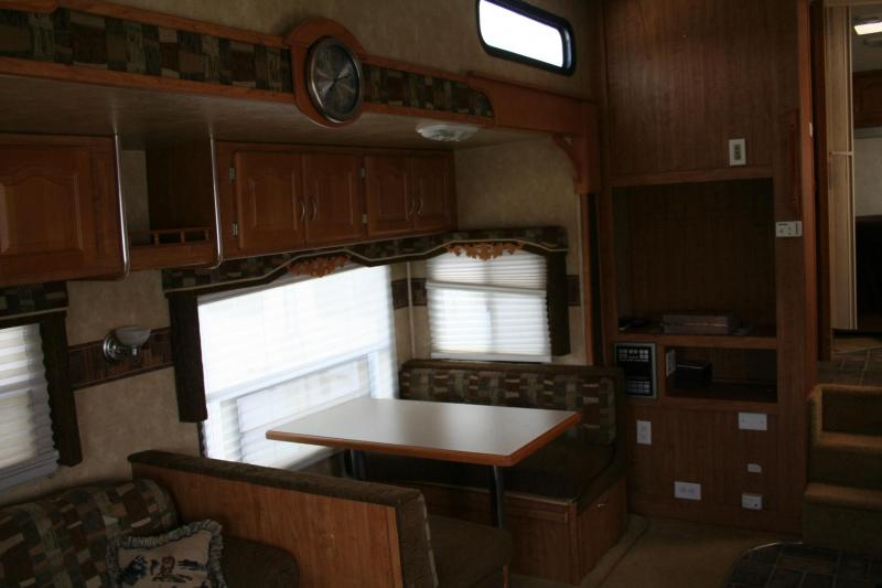 2008  WILDCAT 5TH WHEEL TRAVEL TRAILER BY FOREST RIVER