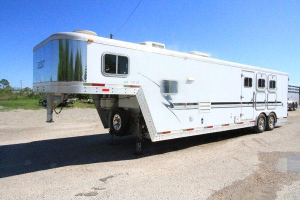 2000 Exiss 3H 13' SW LQ Horse Trailer in Ashburn, VA