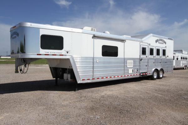 2014 Bloomer 4H 15' SW Horse Trailer w/Slideout in Ashburn, VA