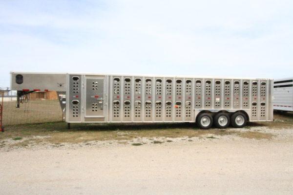 2019 Merrit 32' GN Cattle Hauler
