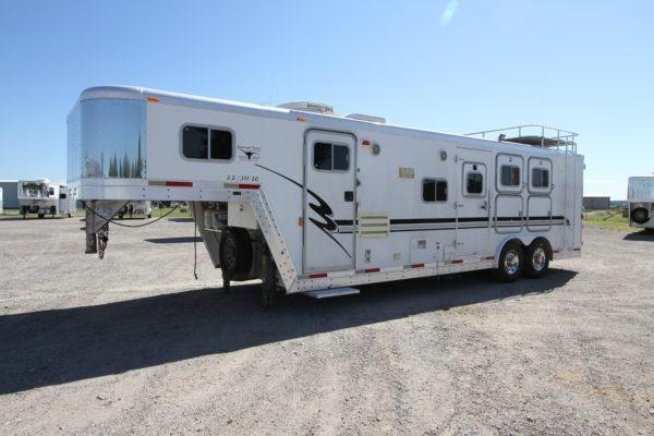 2001 Exiss 3H 10' SW LQ Horse Trailer in Ashburn, VA