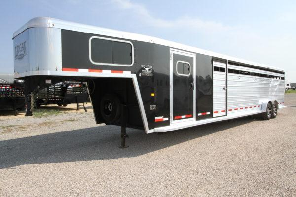 2017 Logan Coach 26' Stock w/ Trainers Tack