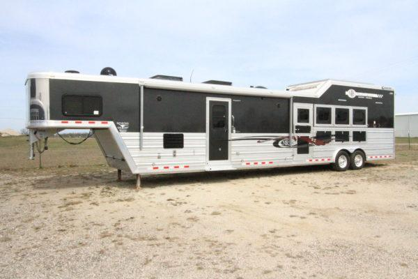 2013 Cimmaron 4H 18' SW LQ Side Load Horse Trailer w/ Slide Out in Ashburn, VA