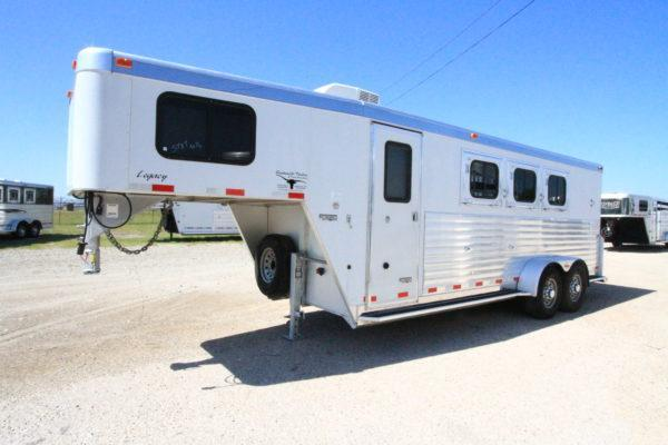 2005 Integrity 3H Weekend Package Horse Trailer