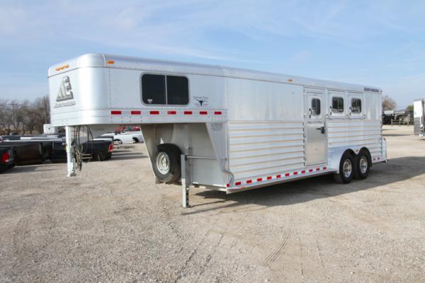 2015 Elite GN 3H Slant Horse Trailer w/ Midtack in Ashburn, VA
