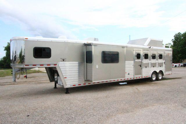 2016 HART TRADITION WITH 15' SHORT-WALL OUTLAW LIVING QUARTERS AND SLIDE-OUT