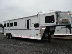 2007 Sundowner Trailers 4H 6908 LQ Horse Trailer in Ashburn, VA