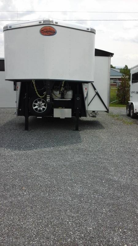 2016 Sundowner 4H Horizon Special Edition LQ Horse Trailer in Ashburn, VA