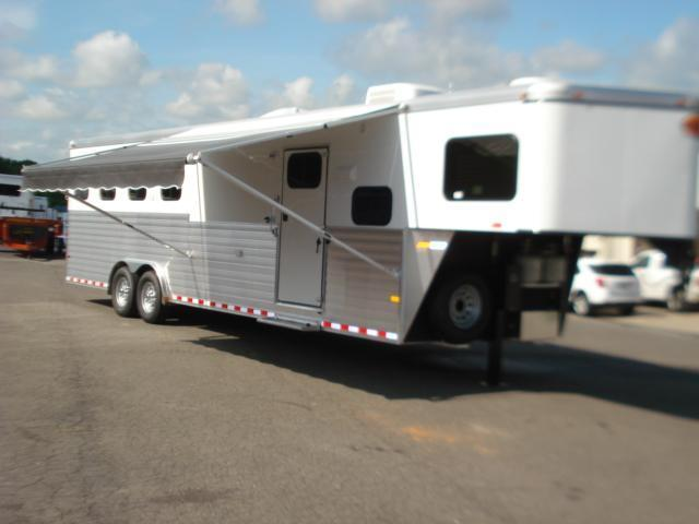 2014 Sundowner Trailers 4H 8010 LQ Horse Trailer in Ashburn, VA